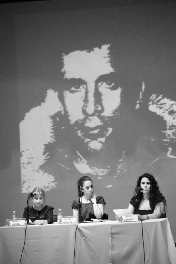 Sırayla Eren Aysan, Özge Mumcu ile Alaz Erdost. Fotoğraf: Mehmet Özer